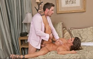 Porno director bangs adorable MILF Teri Weigel and additionally then jizzes her boobies